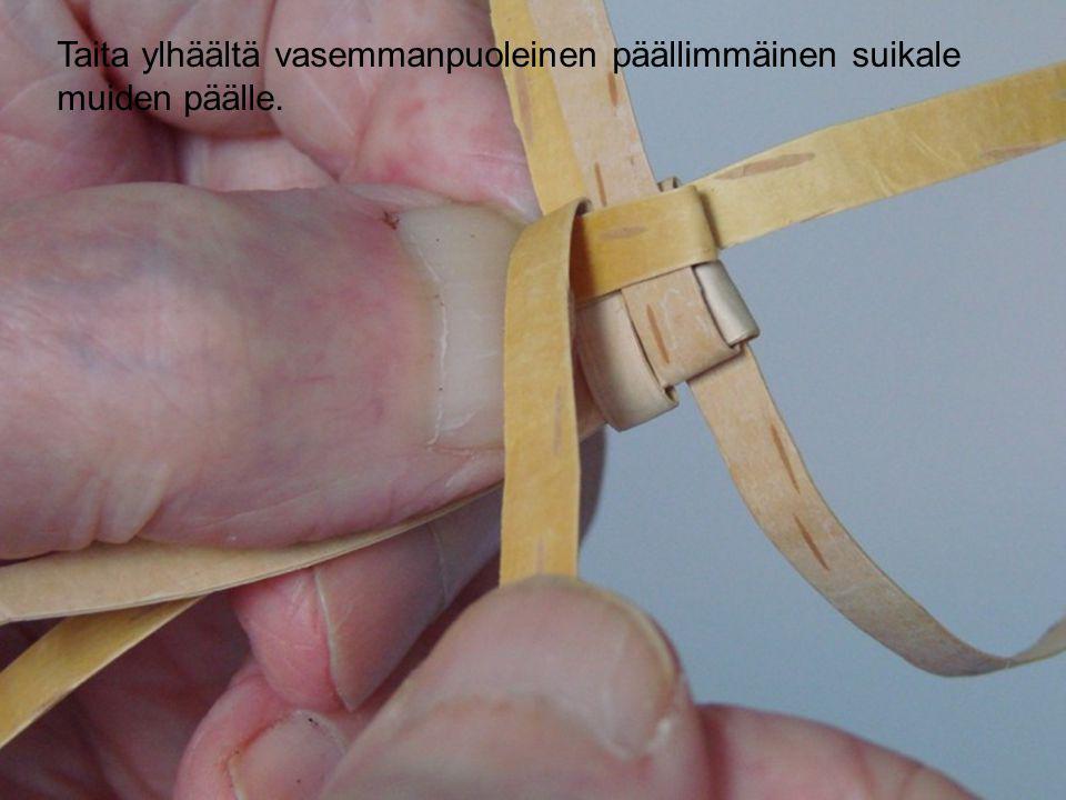 Taita ylhäältä vasemmanpuoleinen päällimmäinen suikale