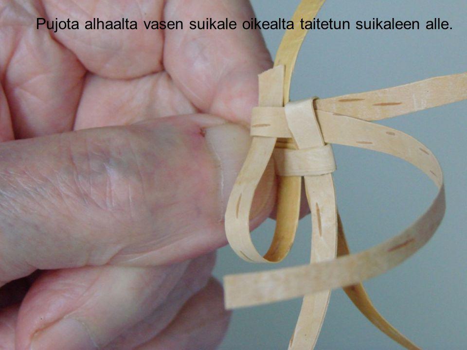 Pujota alhaalta vasen suikale oikealta taitetun suikaleen alle.