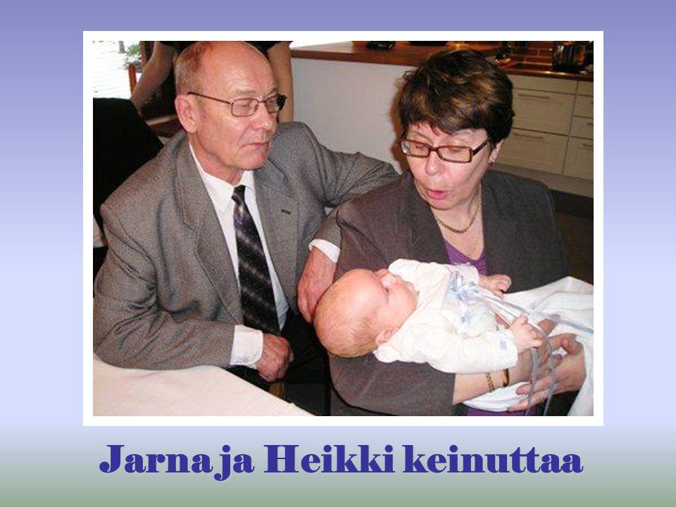 Jarna ja Heikki keinuttaa