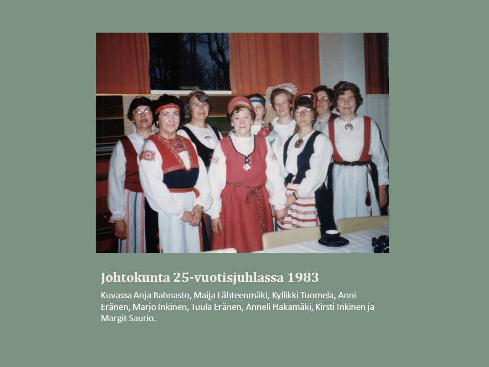 Johtokunta 25-vuotisjuhlassa 1983