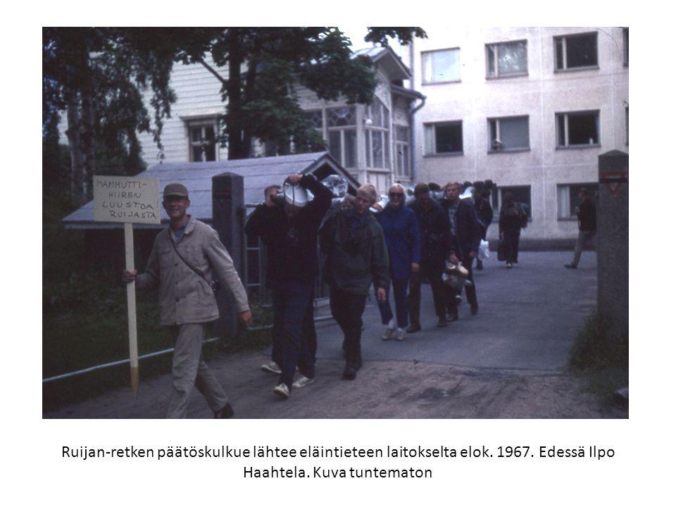 Ruijan-retken päätöskulkue lähtee eläintieteen laitokselta elok. 1967