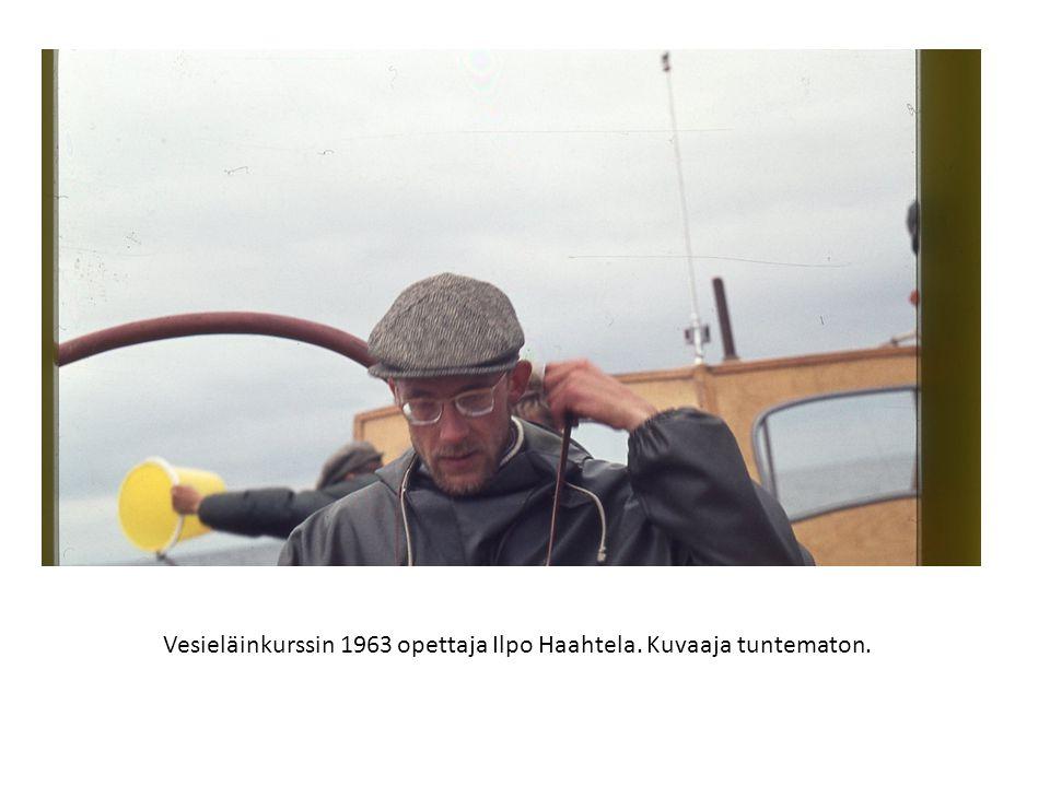 Vesieläinkurssin 1963 opettaja Ilpo Haahtela. Kuvaaja tuntematon.