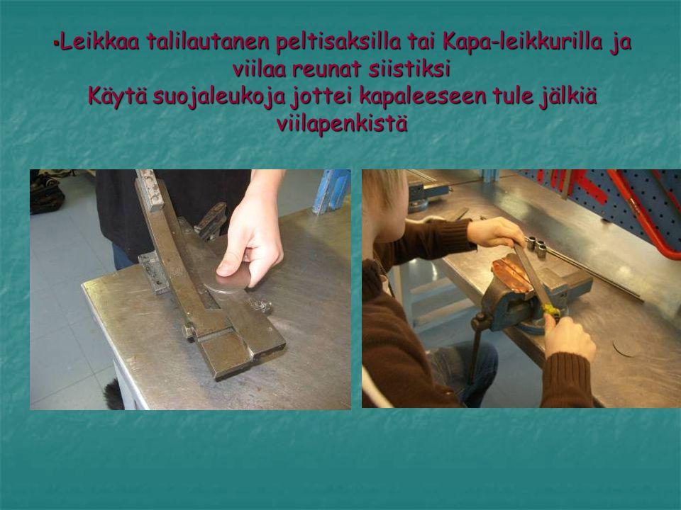 Leikkaa talilautanen peltisaksilla tai Kapa-leikkurilla ja viilaa reunat siistiksi Käytä suojaleukoja jottei kapaleeseen tule jälkiä viilapenkistä