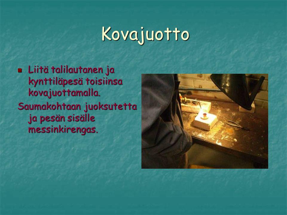 Kovajuotto Liitä talilautanen ja kynttiläpesä toisiinsa kovajuottamalla.