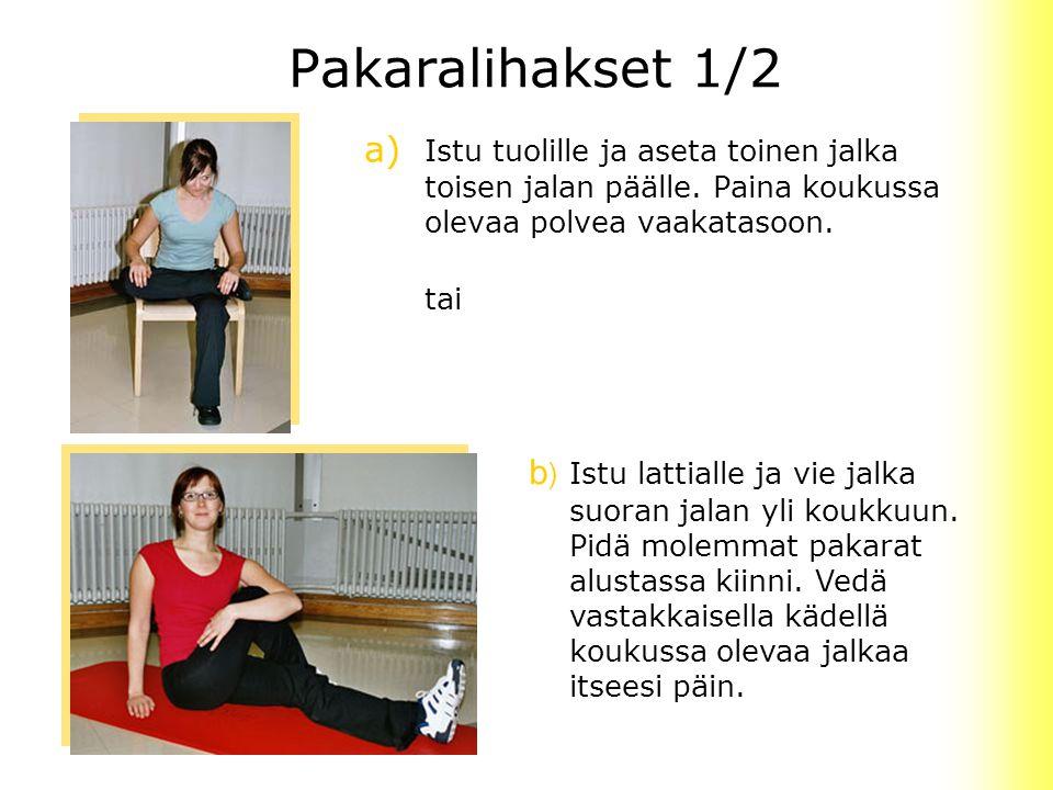 Pakaralihakset 1/2 a) Istu tuolille ja aseta toinen jalka toisen jalan päälle. Paina koukussa olevaa polvea vaakatasoon.
