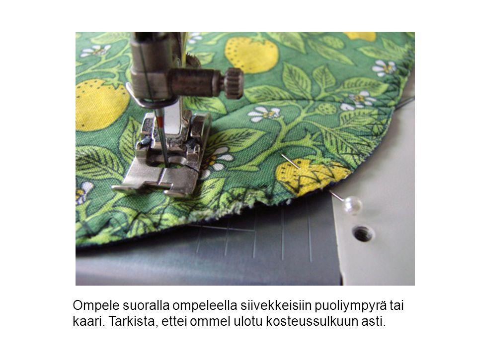 Ompele suoralla ompeleella siivekkeisiin puoliympyrä tai