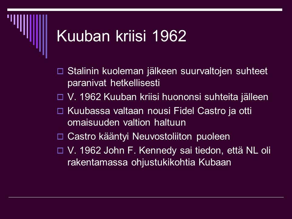 Kuuban kriisi 1962 Stalinin kuoleman jälkeen suurvaltojen suhteet paranivat hetkellisesti. V. 1962 Kuuban kriisi huononsi suhteita jälleen.